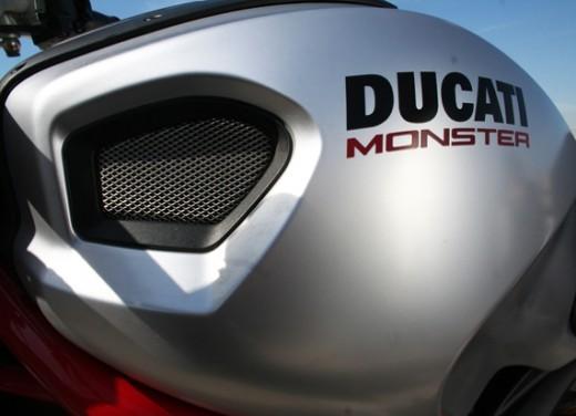 Ducati Monster 1100 vs Triumph Street Triple R - Foto 25 di 27