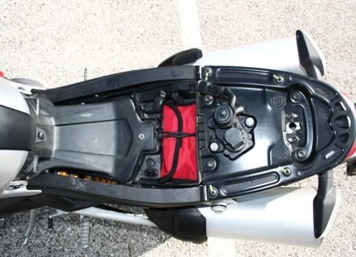 Ducati Monster 1100 vs Triumph Street Triple R - Foto 27 di 27