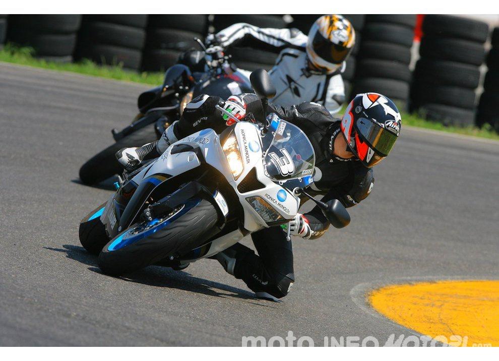 Corsi di guida coi grandi del motociclismo con corsidiguida.it e Motorace - Foto 7 di 12