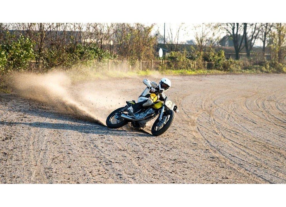 Di Traverso Flat Track School, con Marco Belli e la Yamaha SR400
