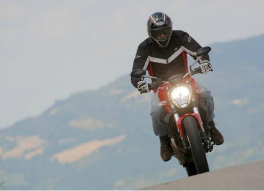 Ducati Monster 821 prova su strada, prezzi e prestazioni - Foto 2 di 10
