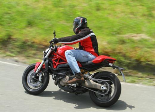 Ducati Monster 821 prova su strada, prezzi e prestazioni - Foto 3 di 10