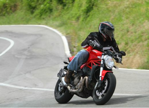 Ducati Monster 821 prova su strada, prezzi e prestazioni - Foto 6 di 10