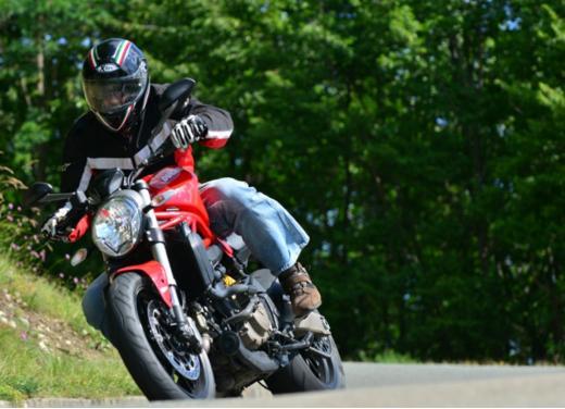 Ducati Monster 821 prova su strada, prezzi e prestazioni - Foto 7 di 10