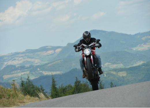 Ducati Monster 821 prova su strada, prezzi e prestazioni - Foto 9 di 10