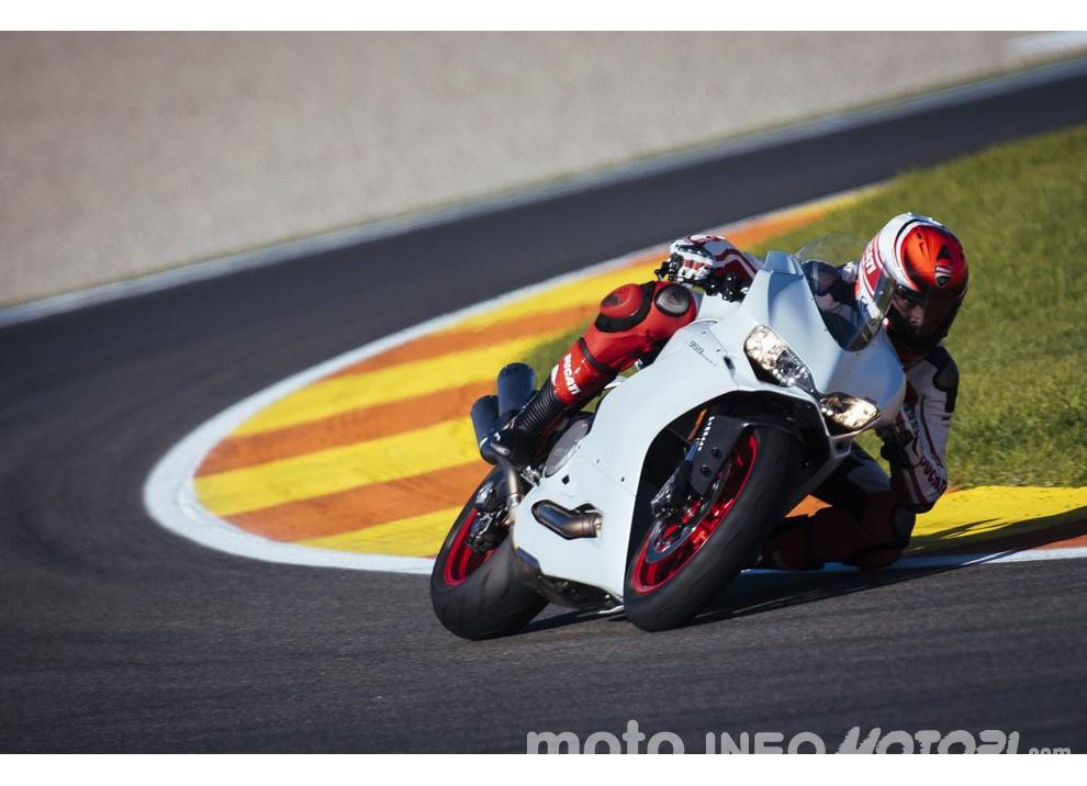 Ducati Panigale 959: l'OnBoard a Valencia con scarico sotto la carena - Foto 8 di 78