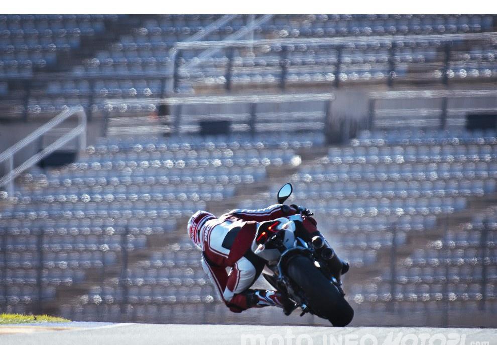 Ducati Panigale 959: l'OnBoard a Valencia con scarico sotto la carena - Foto 3 di 78