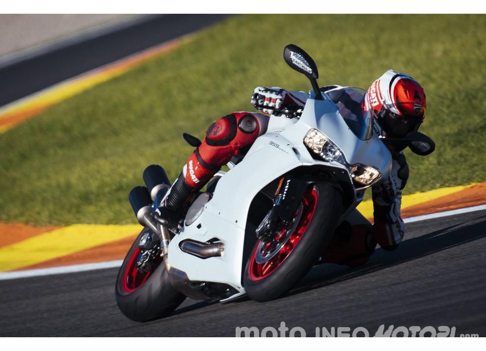 Ducati Panigale 959: l'OnBoard a Valencia con scarico sotto la carena - Foto 35 di 78