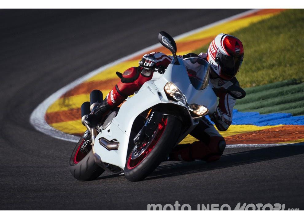 Ducati Panigale 959: l'OnBoard a Valencia con scarico sotto la carena - Foto 30 di 78