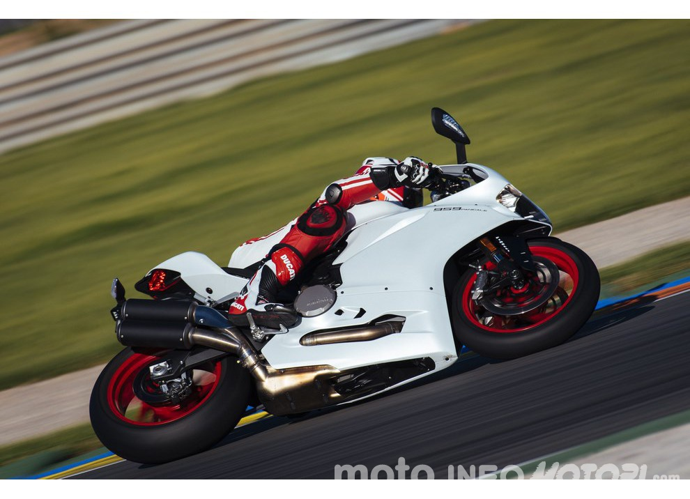 Ducati Panigale 959: l'OnBoard a Valencia con scarico sotto la carena - Foto 10 di 78