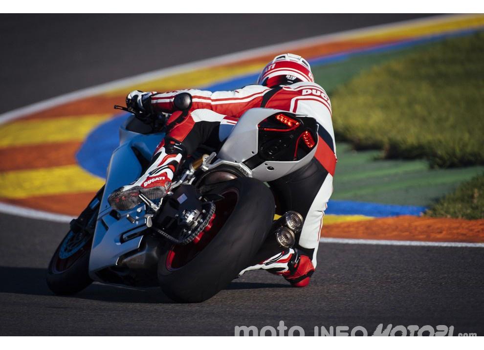 Ducati Panigale 959: l'OnBoard a Valencia con scarico sotto la carena - Foto 12 di 78