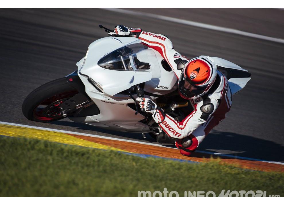 Ducati Panigale 959: l'OnBoard a Valencia con scarico sotto la carena - Foto 13 di 78
