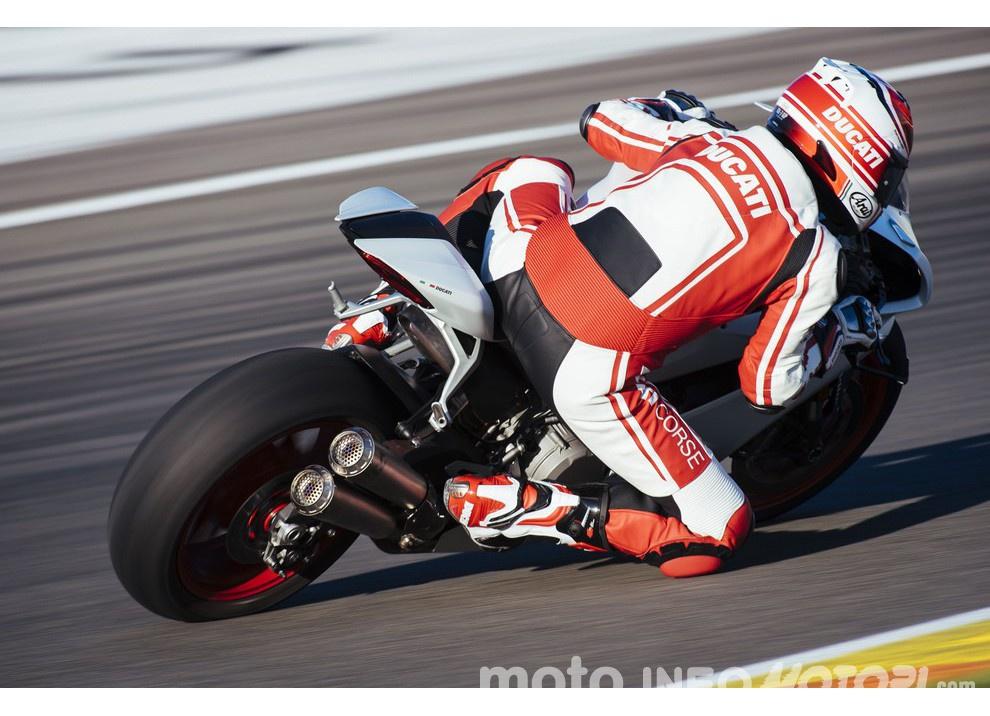 Ducati Panigale 959: l'OnBoard a Valencia con scarico sotto la carena - Foto 14 di 78