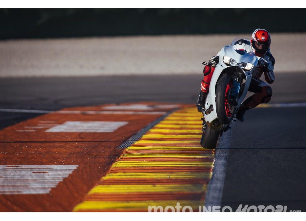 Ducati Panigale 959: l'OnBoard a Valencia con scarico sotto la carena - Foto 16 di 78