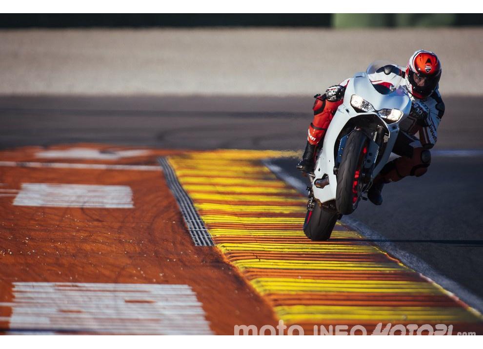 Ducati Panigale 959: l'OnBoard a Valencia con scarico sotto la carena - Foto 40 di 78