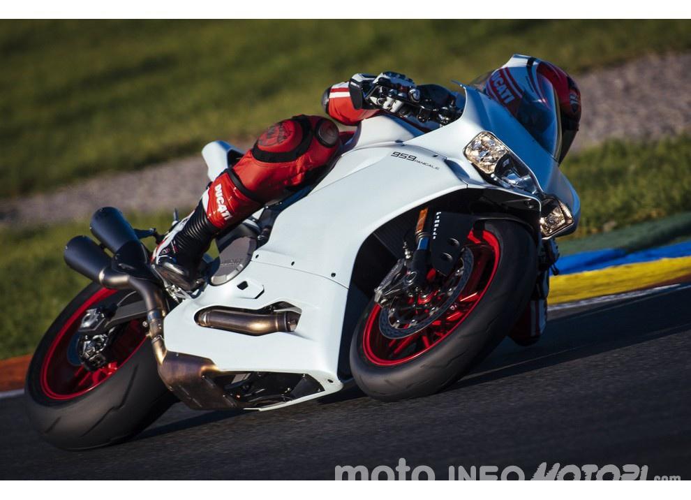Ducati Panigale 959: l'OnBoard a Valencia con scarico sotto la carena - Foto 17 di 78