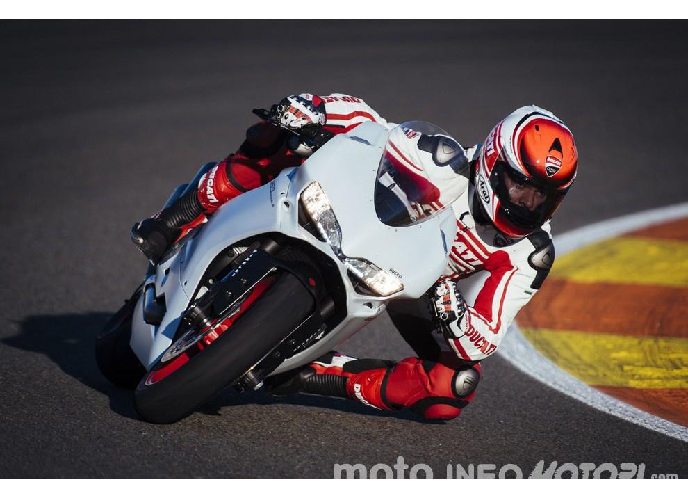 Ducati Panigale 959: l'OnBoard a Valencia con scarico sotto la carena - Foto 18 di 78