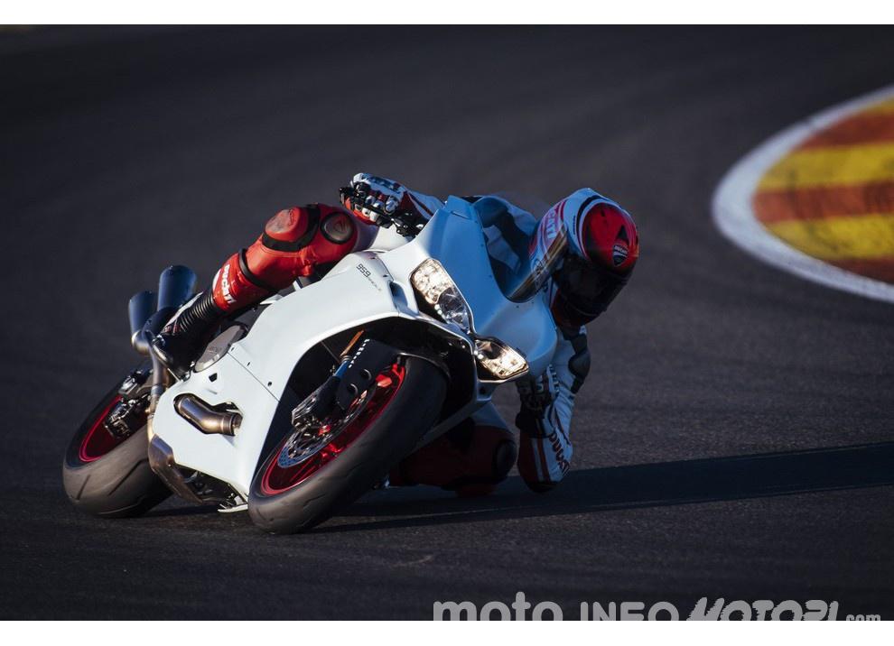 Ducati Panigale 959: l'OnBoard a Valencia con scarico sotto la carena - Foto 19 di 78