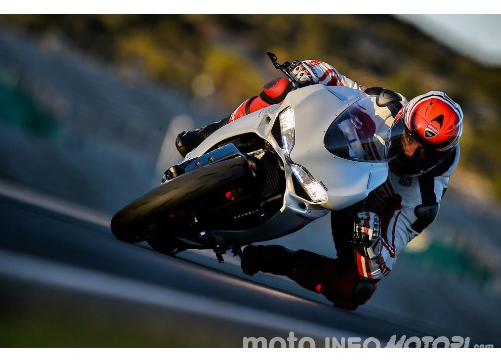 Ducati Panigale 959: l'OnBoard a Valencia con scarico sotto la carena - Foto 20 di 78