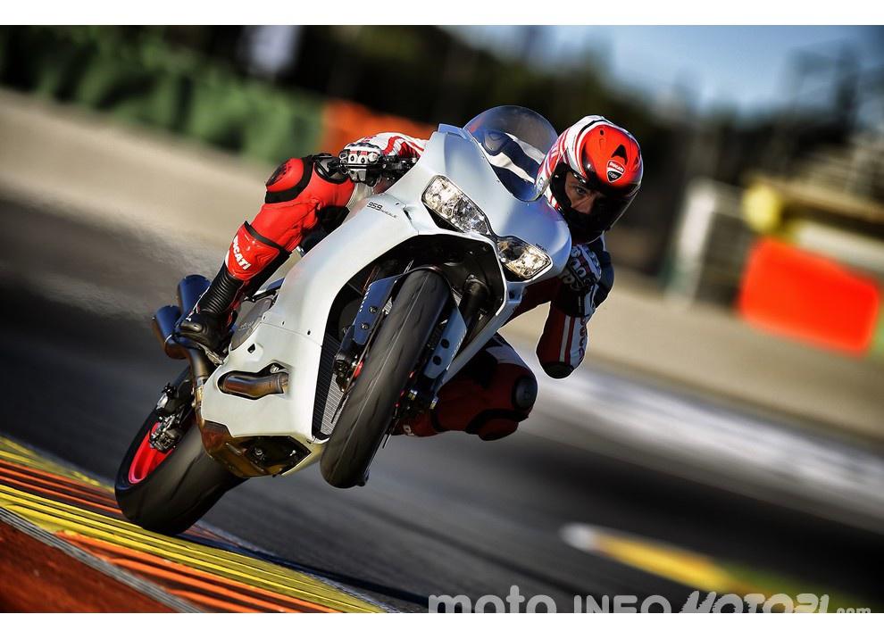 Ducati Panigale 959: l'OnBoard a Valencia con scarico sotto la carena - Foto 21 di 78