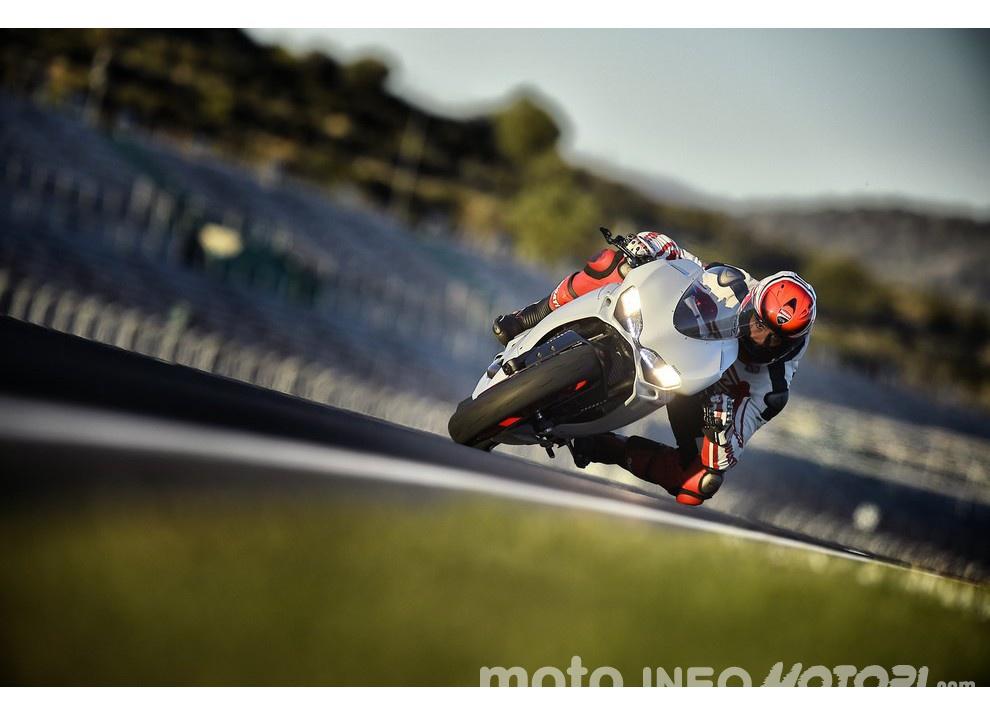 Ducati Panigale 959: l'OnBoard a Valencia con scarico sotto la carena - Foto 15 di 78