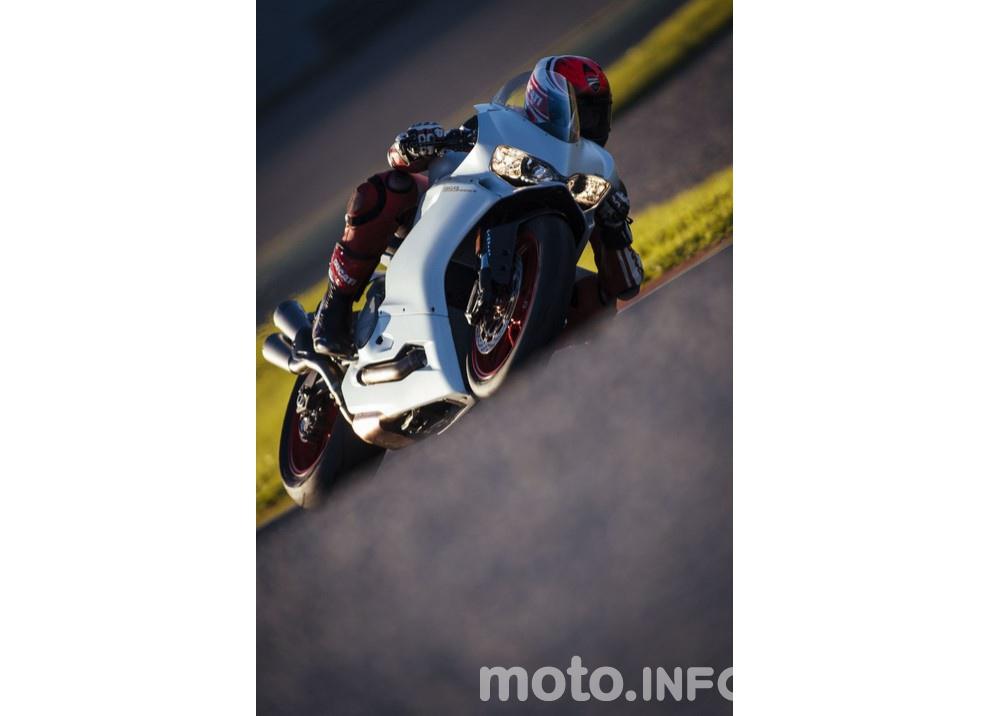 Ducati Panigale 959: l'OnBoard a Valencia con scarico sotto la carena - Foto 22 di 78