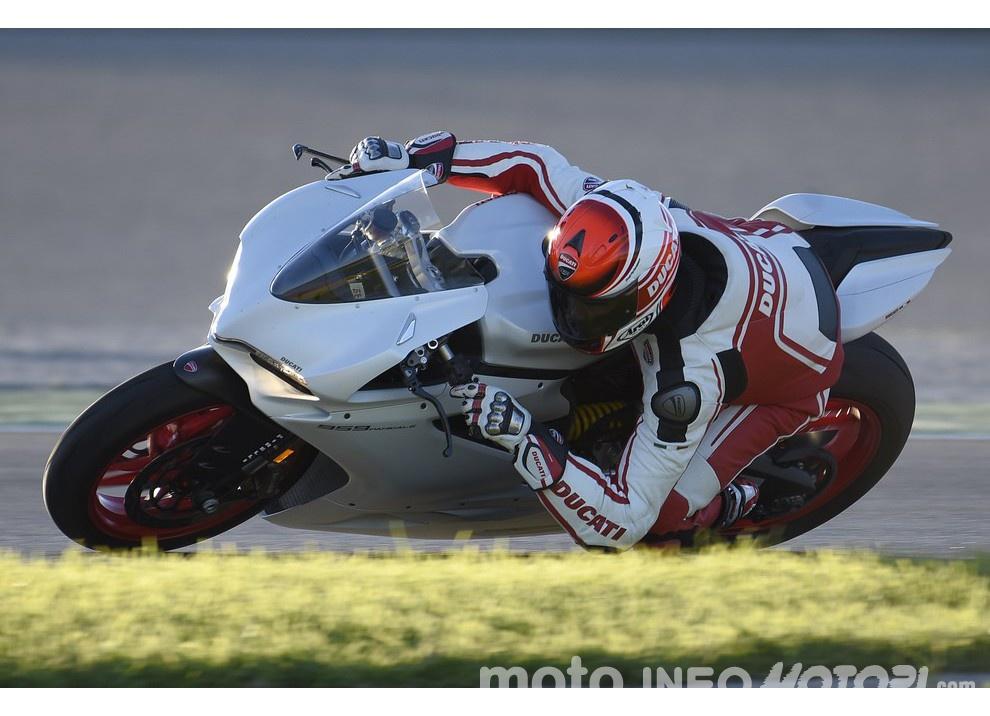 Ducati Panigale 959: l'OnBoard a Valencia con scarico sotto la carena - Foto 24 di 78