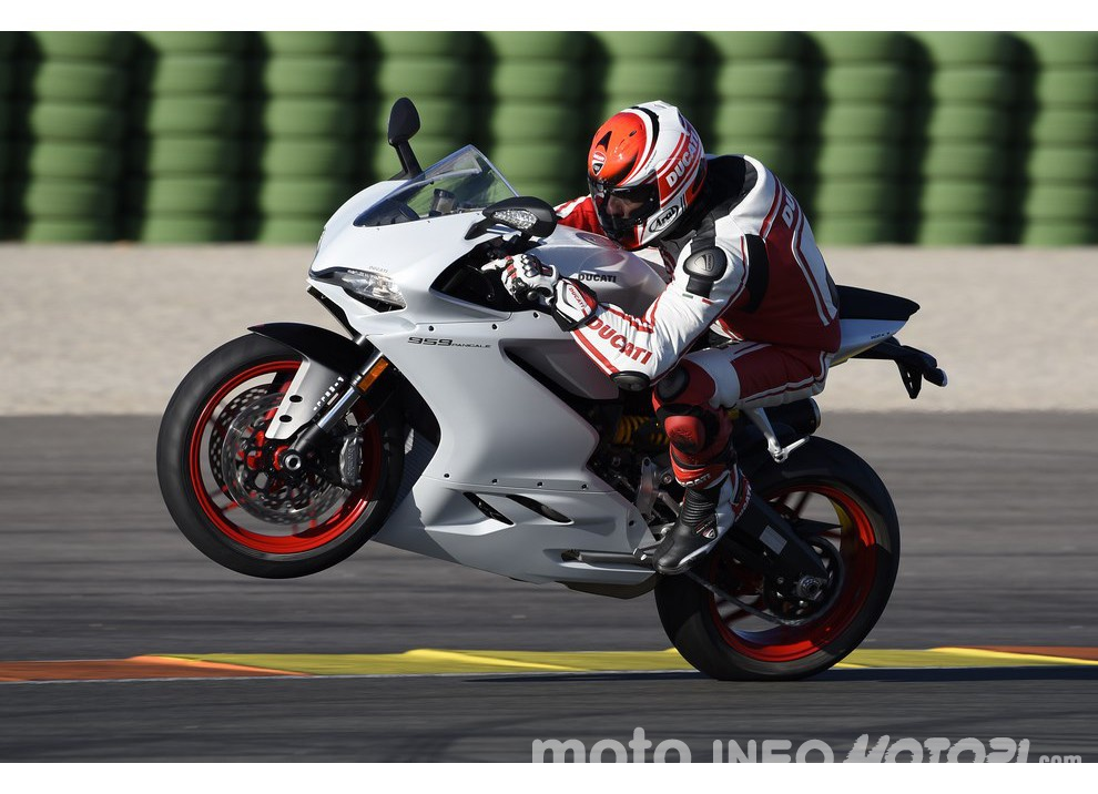 Ducati Panigale 959: l'OnBoard a Valencia con scarico sotto la carena - Foto 25 di 78