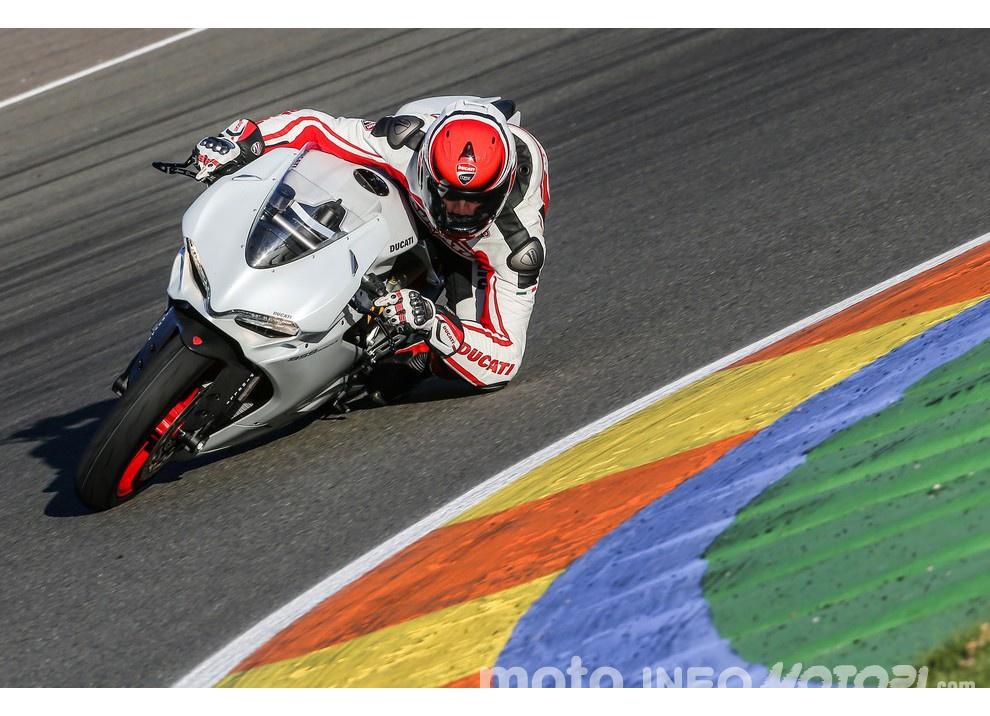 Ducati Panigale 959: l'OnBoard a Valencia con scarico sotto la carena - Foto 2 di 78