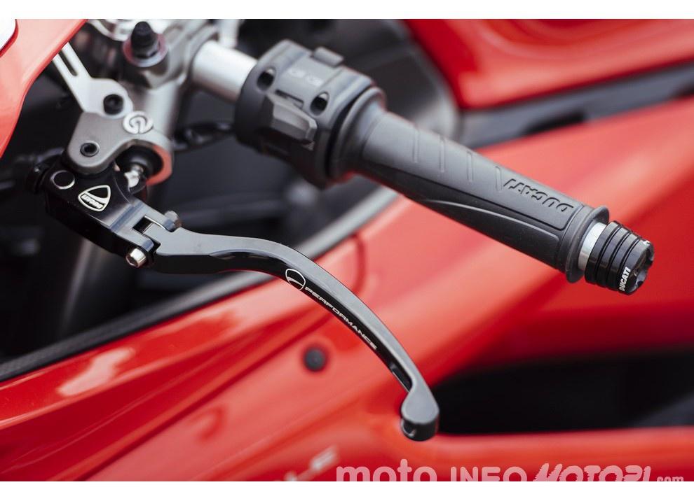 Ducati Panigale 959: l'OnBoard a Valencia con scarico sotto la carena - Foto 26 di 78