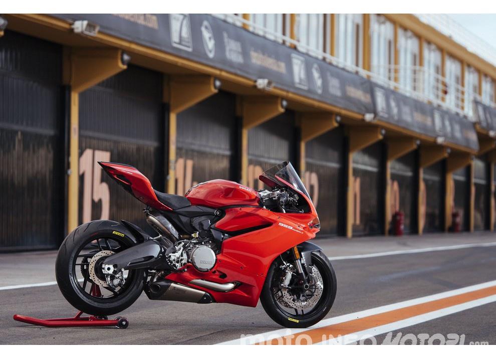 Ducati Panigale 959: l'OnBoard a Valencia con scarico sotto la carena - Foto 4 di 78
