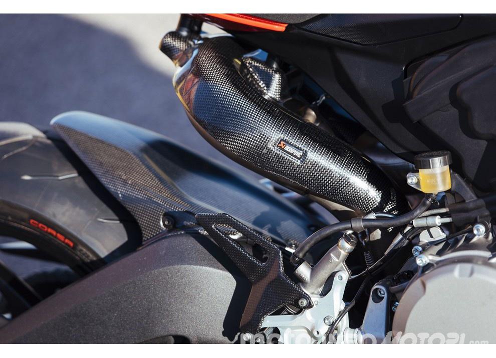 Ducati Panigale 959: l'OnBoard a Valencia con scarico sotto la carena - Foto 28 di 78
