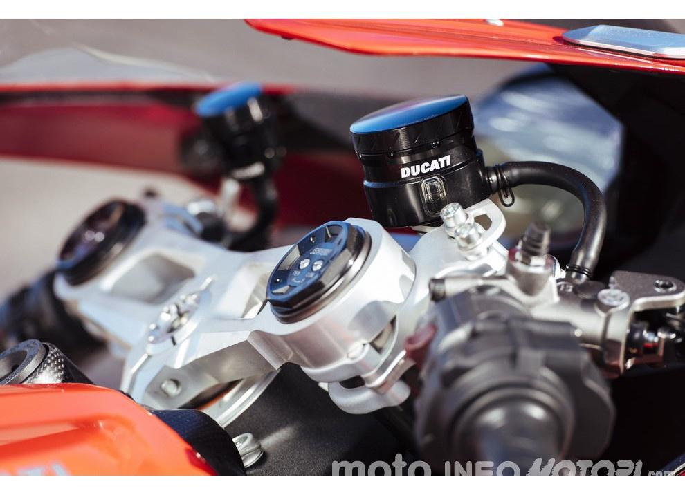 Ducati Panigale 959: l'OnBoard a Valencia con scarico sotto la carena - Foto 7 di 78