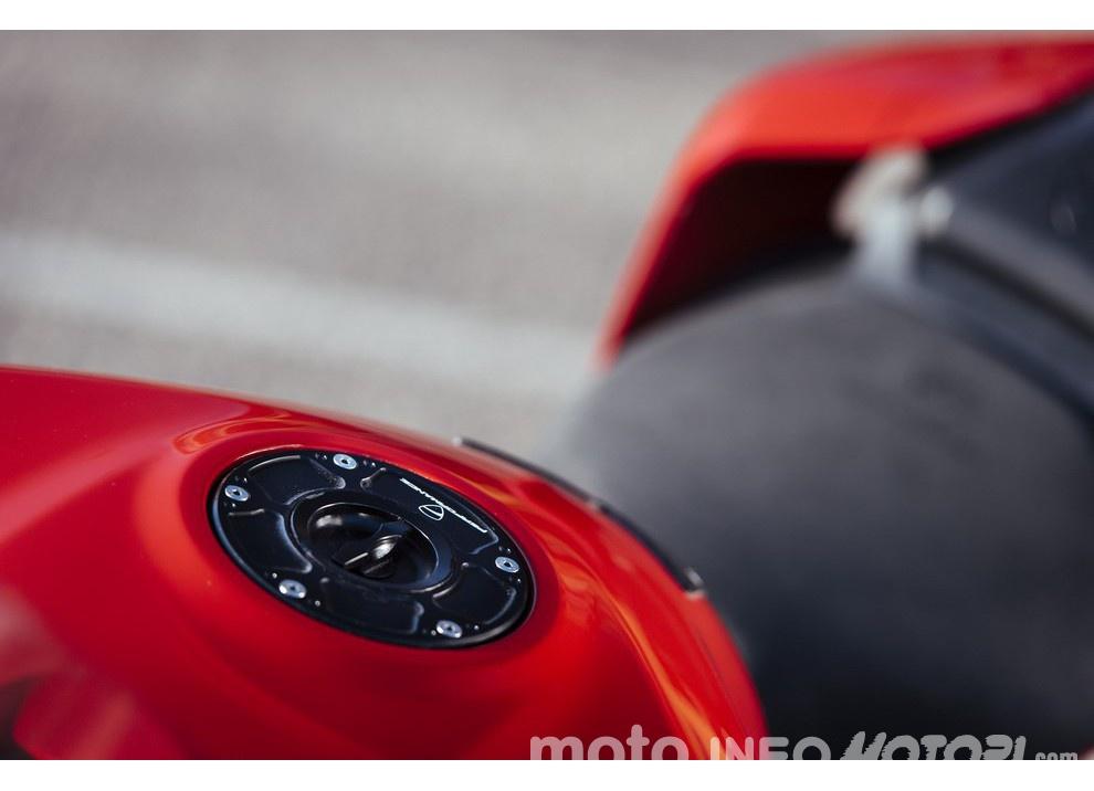 Ducati Panigale 959: l'OnBoard a Valencia con scarico sotto la carena - Foto 29 di 78