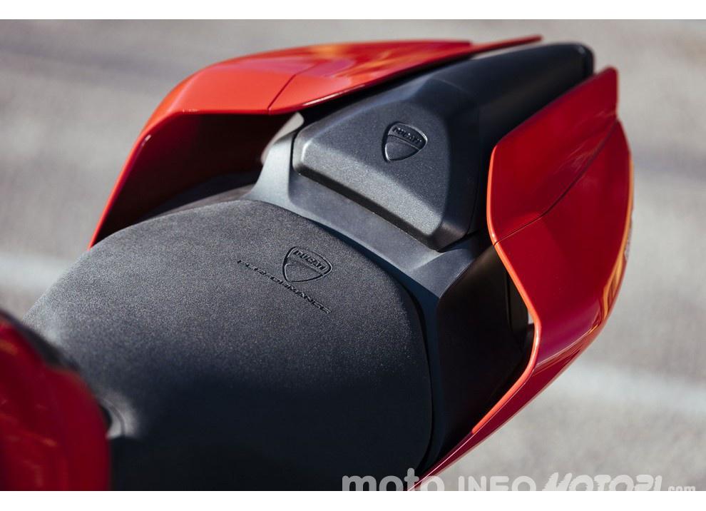 Ducati Panigale 959: l'OnBoard a Valencia con scarico sotto la carena - Foto 31 di 78