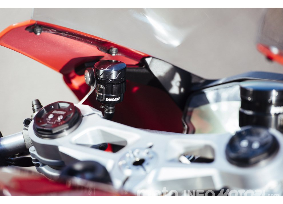 Ducati Panigale 959: l'OnBoard a Valencia con scarico sotto la carena - Foto 32 di 78