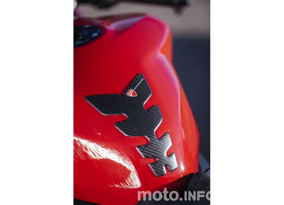 Ducati Panigale 959: l'OnBoard a Valencia con scarico sotto la carena - Foto 41 di 78