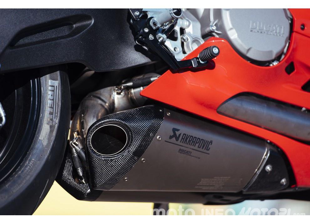 Ducati Panigale 959: l'OnBoard a Valencia con scarico sotto la carena - Foto 48 di 78