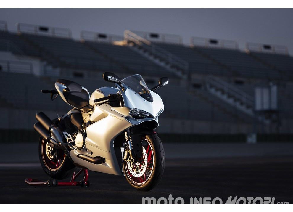 Ducati Panigale 959: l'OnBoard a Valencia con scarico sotto la carena - Foto 49 di 78