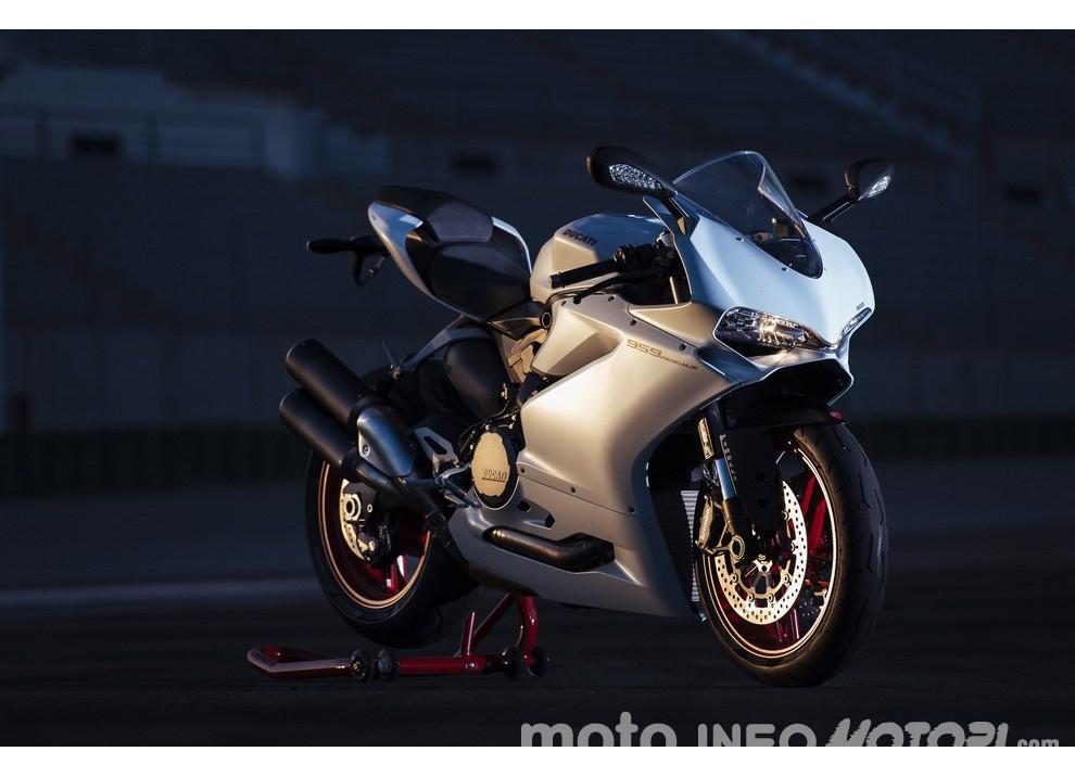 Ducati Panigale 959: l'OnBoard a Valencia con scarico sotto la carena - Foto 50 di 78