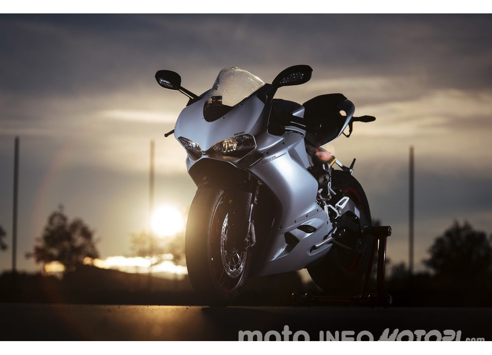 Ducati Panigale 959: l'OnBoard a Valencia con scarico sotto la carena - Foto 51 di 78