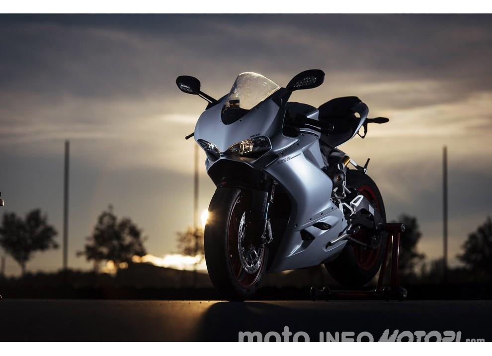 Ducati Panigale 959: l'OnBoard a Valencia con scarico sotto la carena - Foto 52 di 78