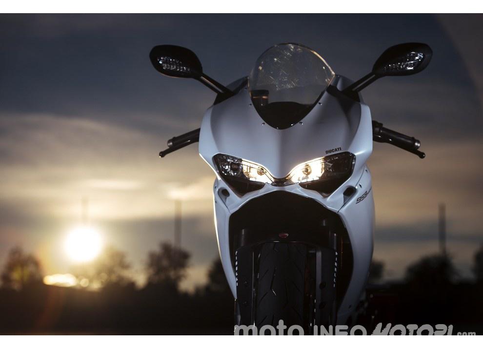 Ducati Panigale 959: l'OnBoard a Valencia con scarico sotto la carena - Foto 53 di 78