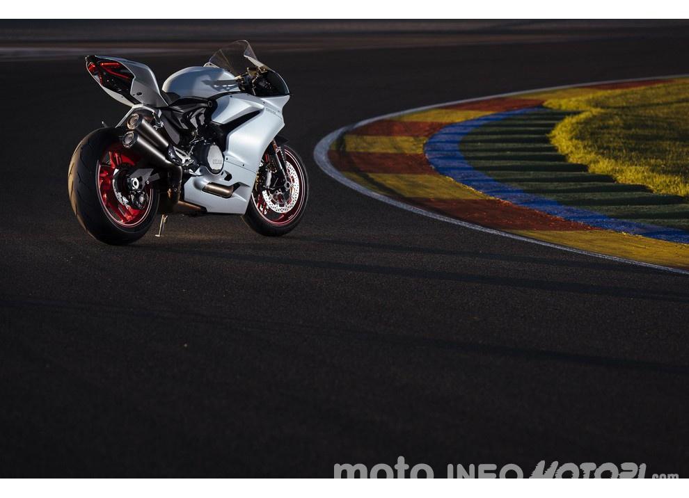 Ducati Panigale 959: l'OnBoard a Valencia con scarico sotto la carena - Foto 54 di 78