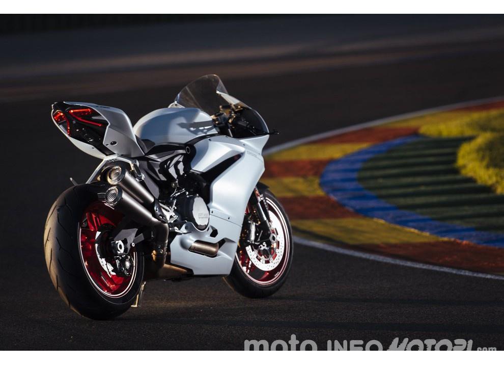 Ducati Panigale 959: l'OnBoard a Valencia con scarico sotto la carena - Foto 55 di 78