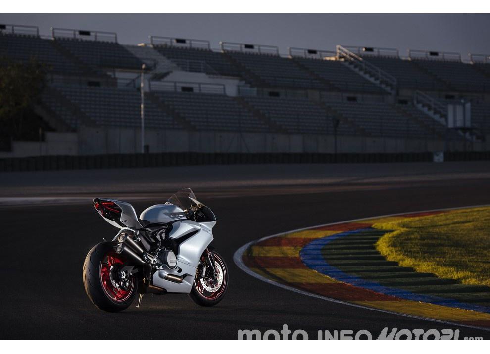 Ducati Panigale 959: l'OnBoard a Valencia con scarico sotto la carena - Foto 56 di 78
