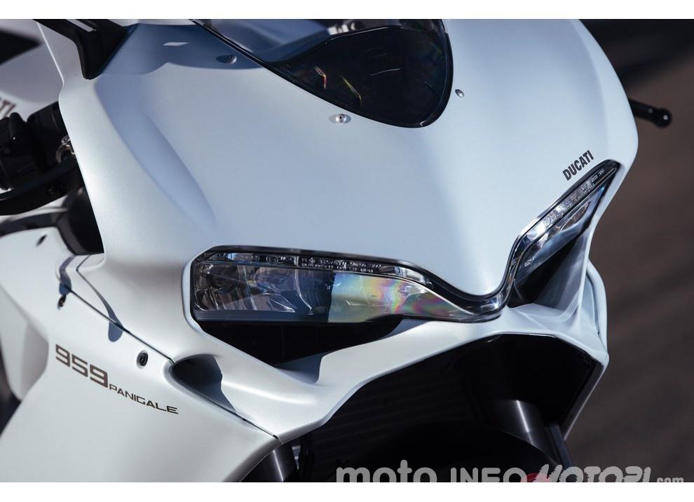 Ducati Panigale 959: l'OnBoard a Valencia con scarico sotto la carena - Foto 57 di 78