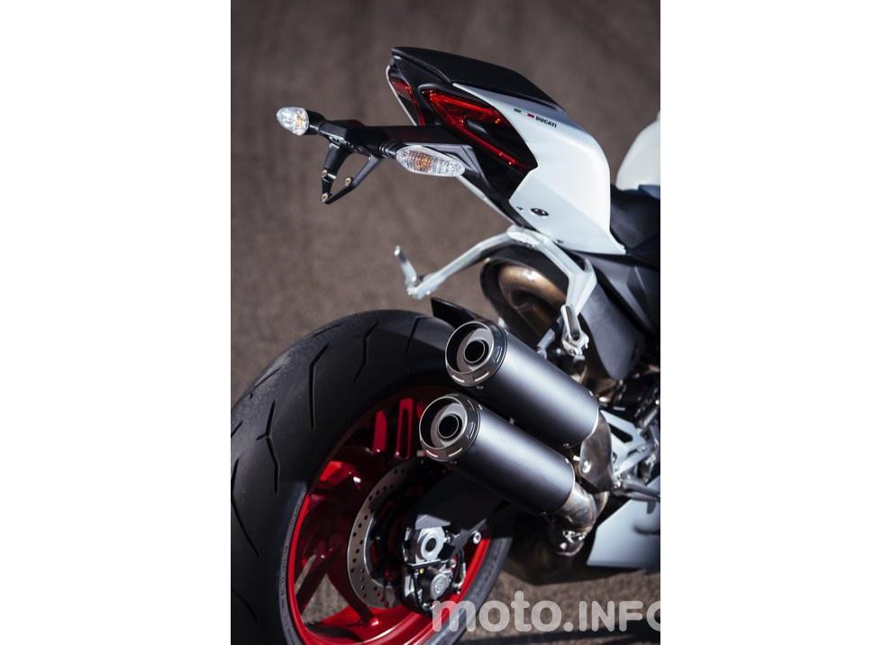 Ducati Panigale 959: l'OnBoard a Valencia con scarico sotto la carena - Foto 60 di 78