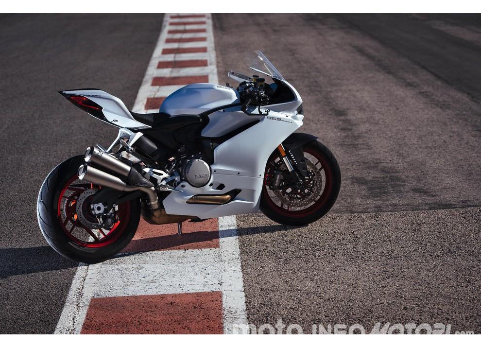 Ducati Panigale 959: l'OnBoard a Valencia con scarico sotto la carena - Foto 61 di 78
