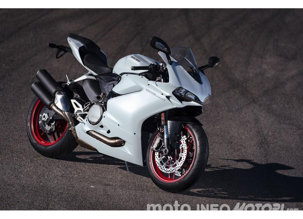 Ducati Panigale 959: l'OnBoard a Valencia con scarico sotto la carena - Foto 62 di 78
